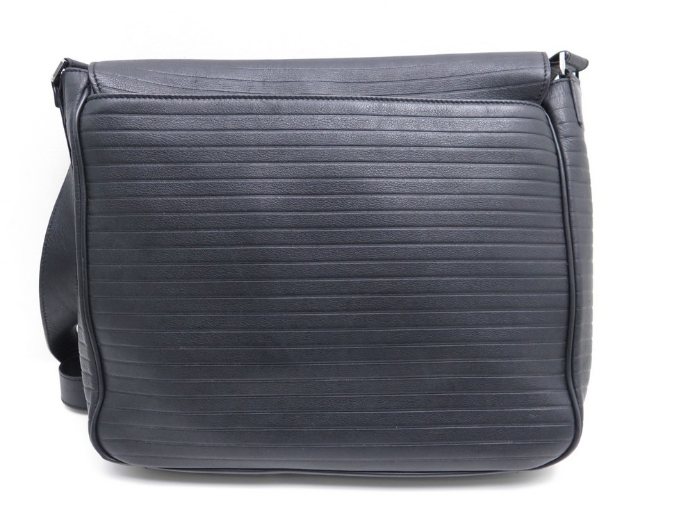 076a835c2ba1 sac besace dior homme sacoche bandouliere en cuir noir
